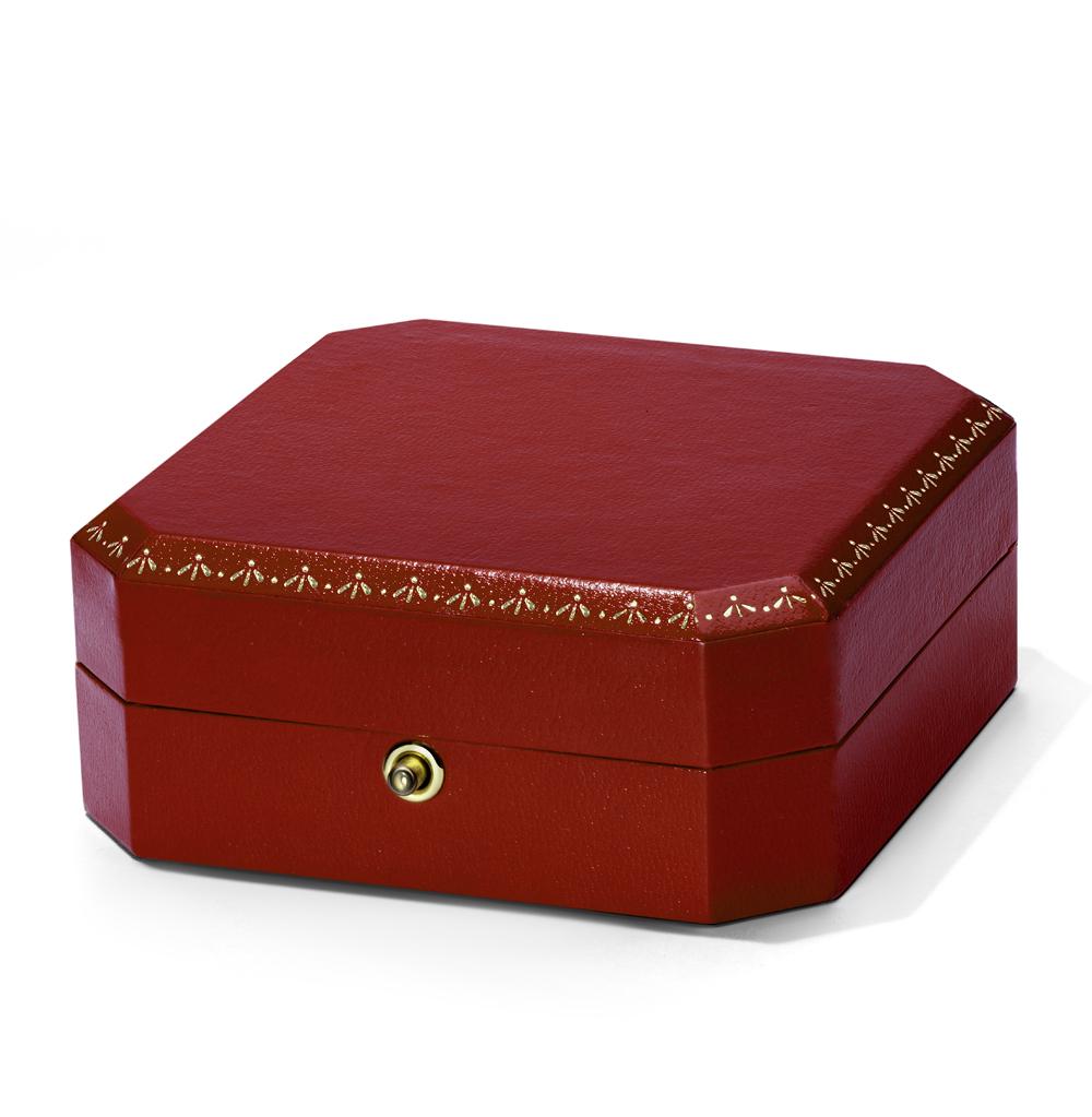 Коробка с кнопкой для сережек