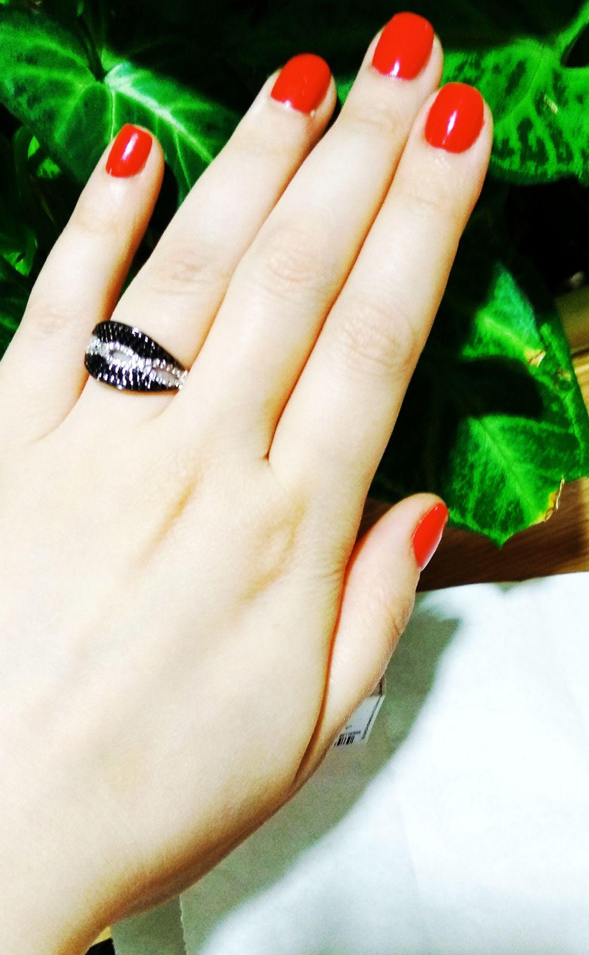 Кольцо серебряное с черными  фианитами