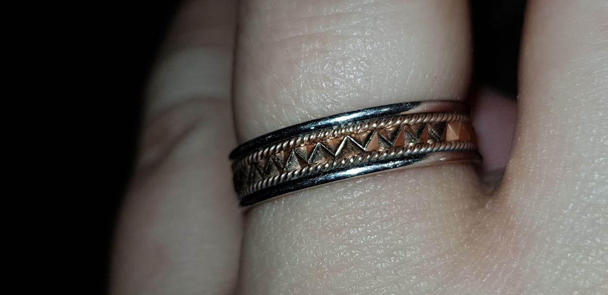 Роскошное кольцо с красивой огранкой