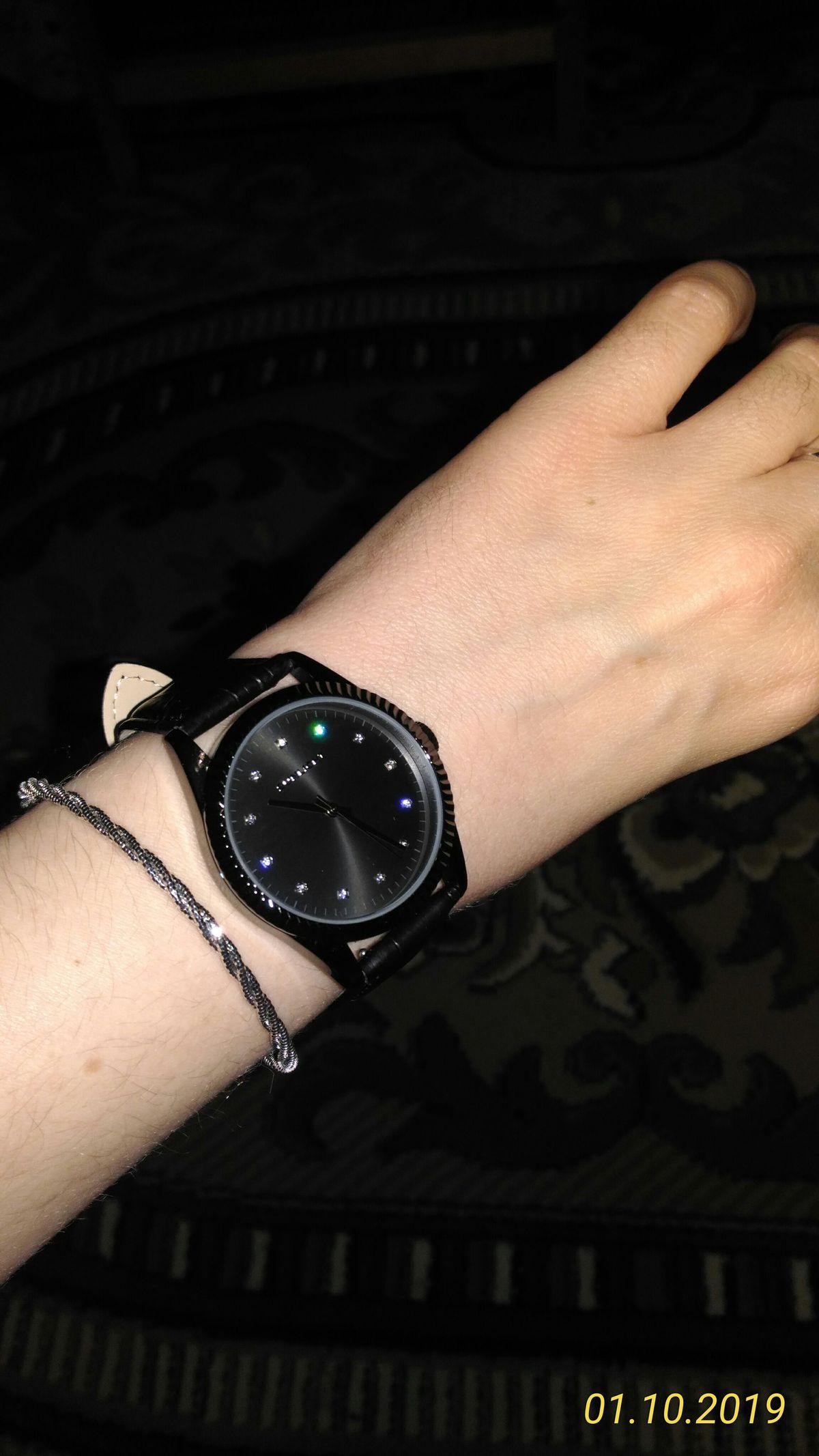 Часы в стиле Noir
