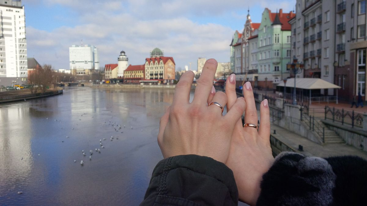 Очень хорошее обручальное кольцо.