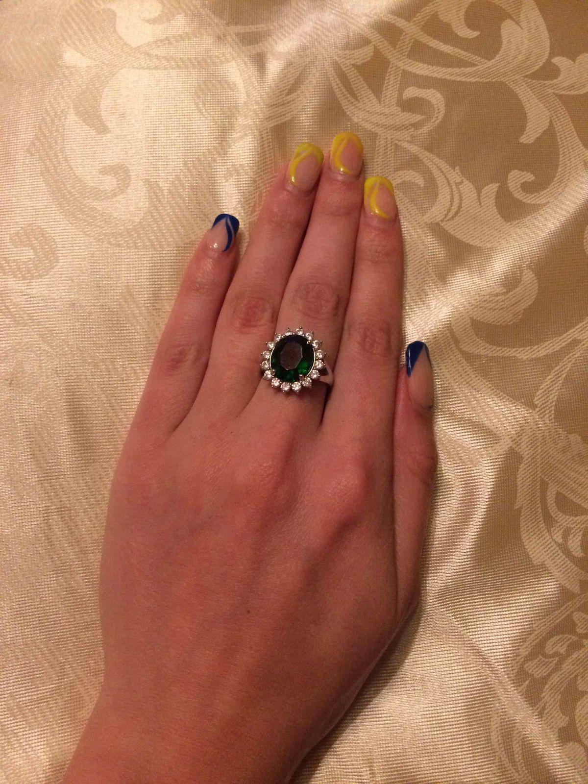 Роскошный перстень.