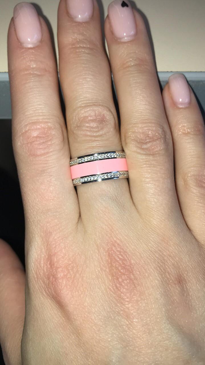 Серебряное кольцо с розовой эмалью.
