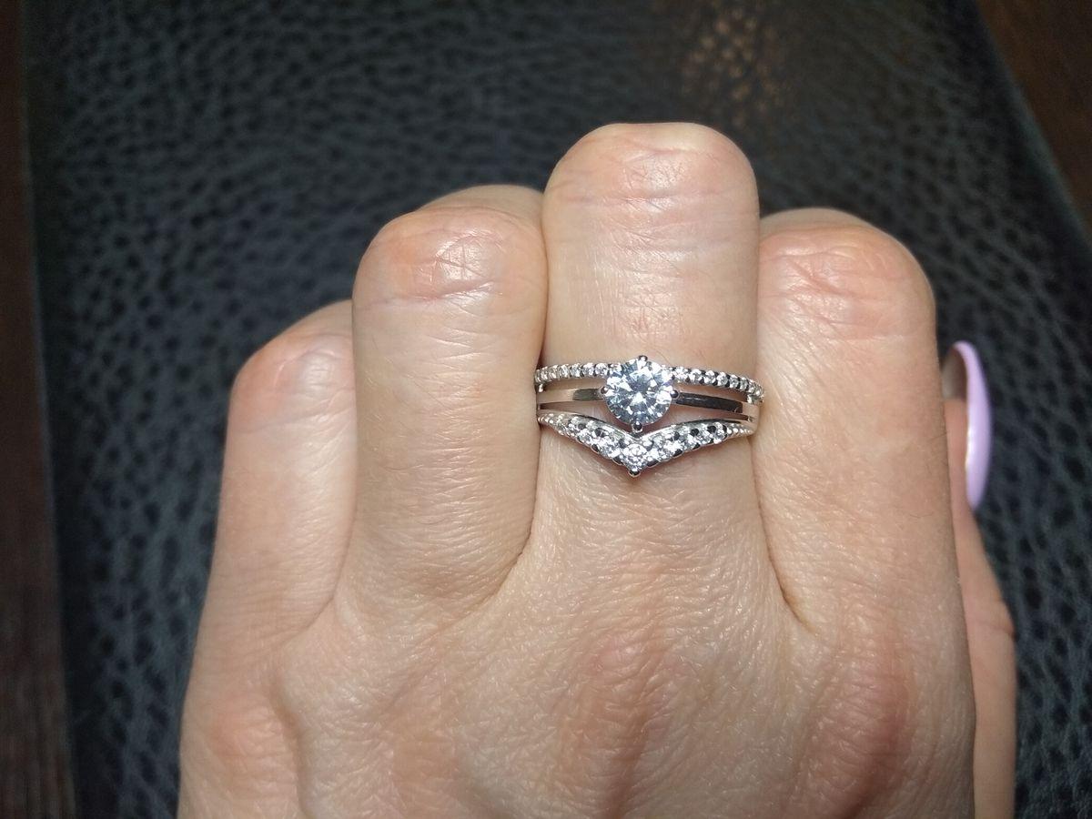 Очень красивое кольцо с фианитами
