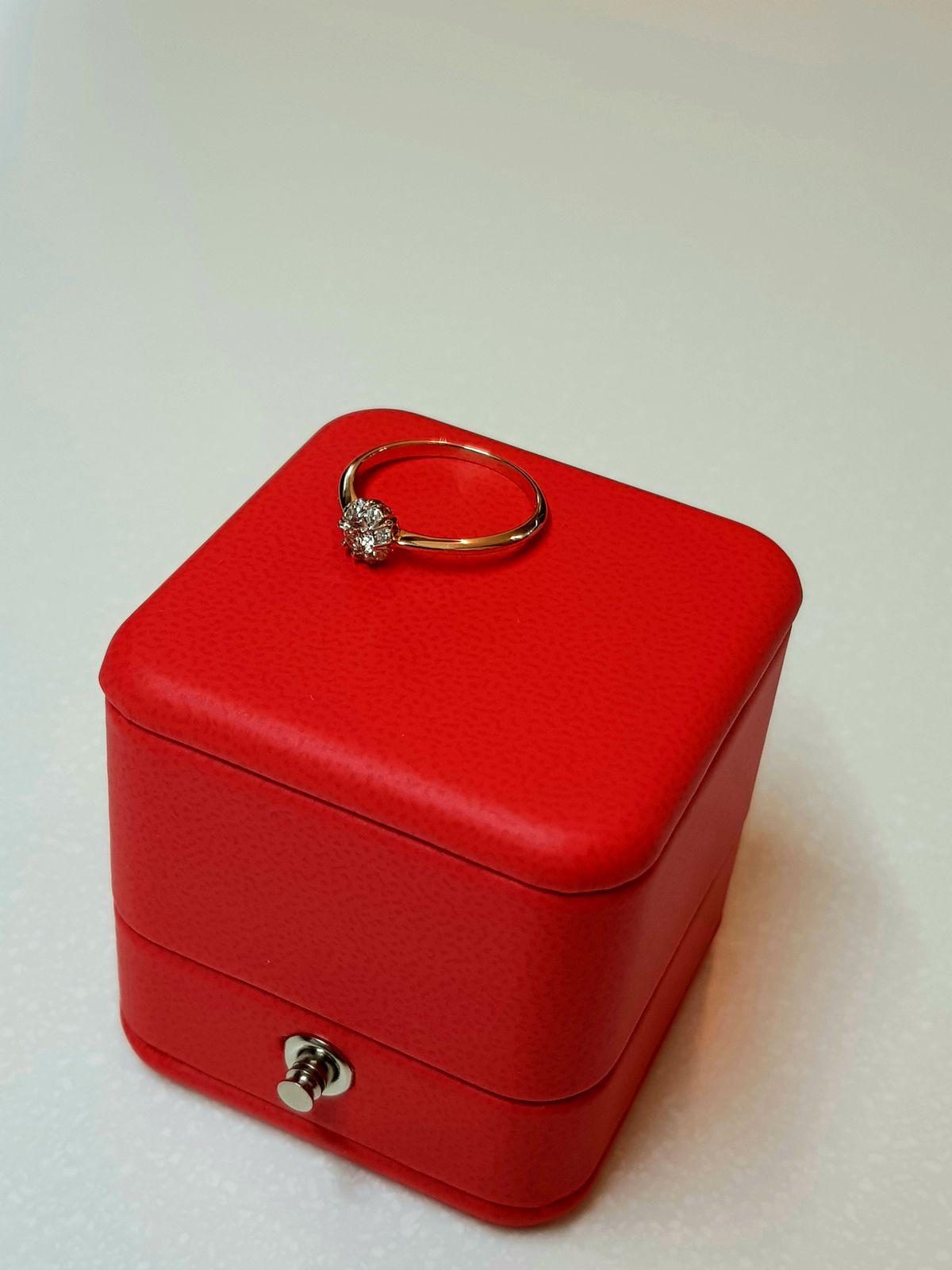 Прелестное кольцо с бриллиантами