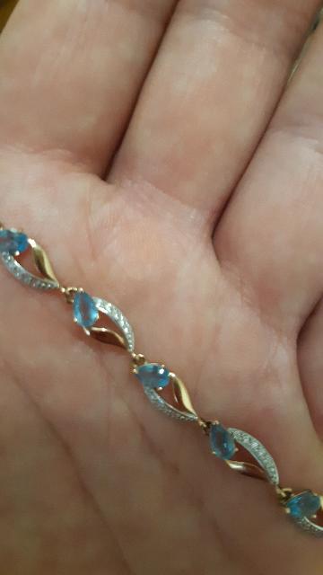 Золотой  браслет  с топазами,приобрела в Калининграде ,по  хорошей  скидке.