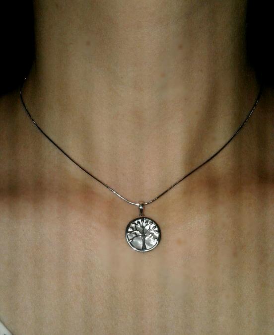 Перламутровый медальон с деревцем