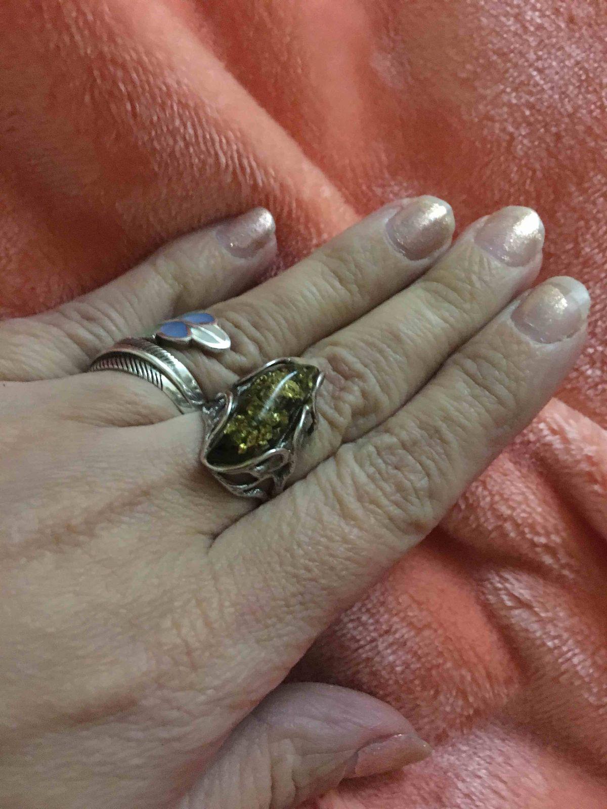Фантазийное кольцо с янтарем