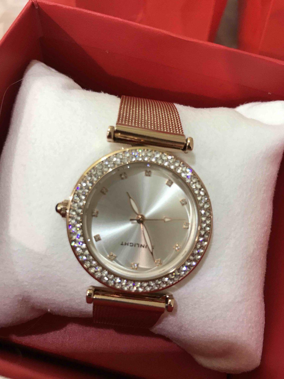 Красивые часы, брала в подарок подруге