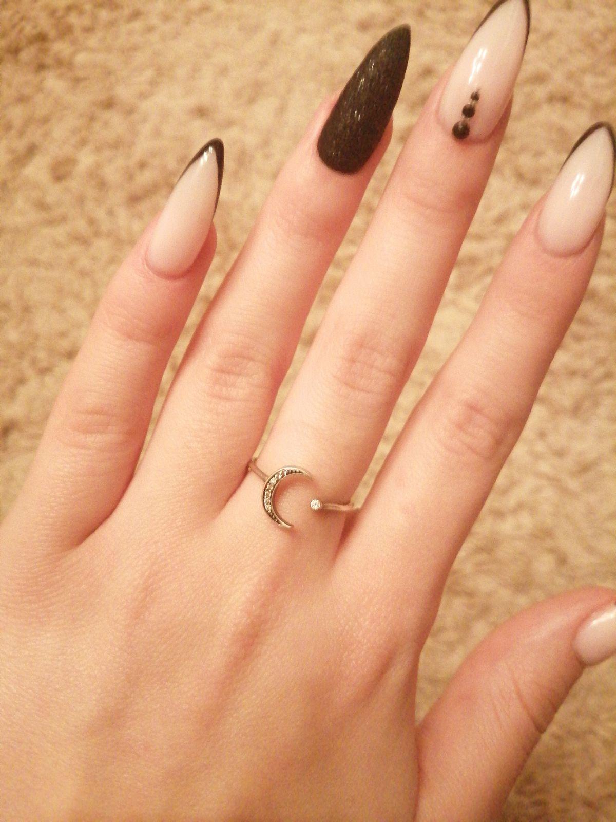 Очень классное серебряное кольцо с фаинитами
