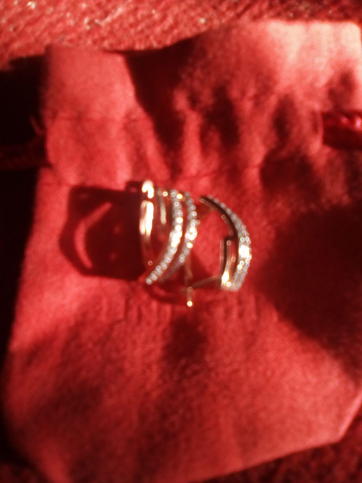 Серебряные серьги с фианитами с золотым напылением))