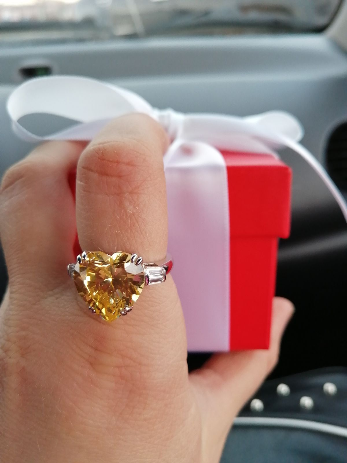 Жёлтый бриллиант
