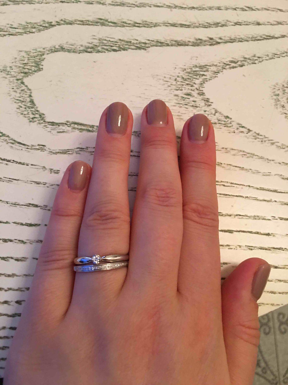 Скромные звездчоки на пальчике