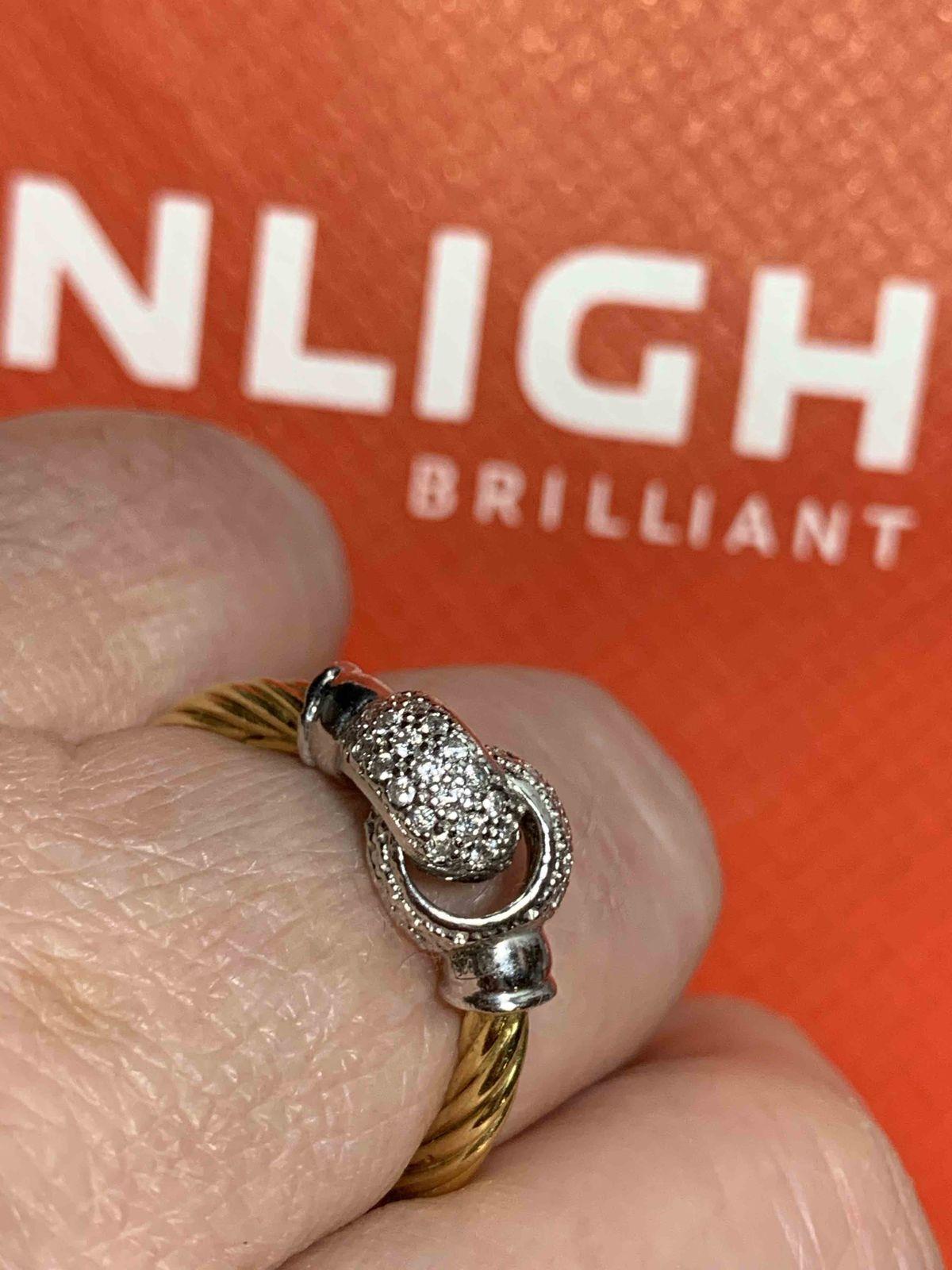 Серебряное с фианитами кольцо