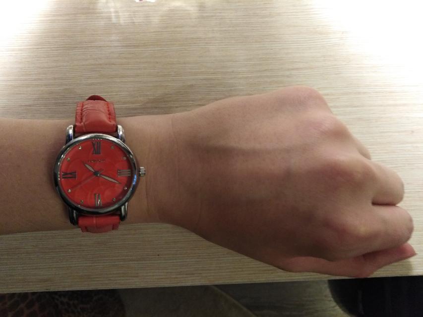 Стильные яркие часы
