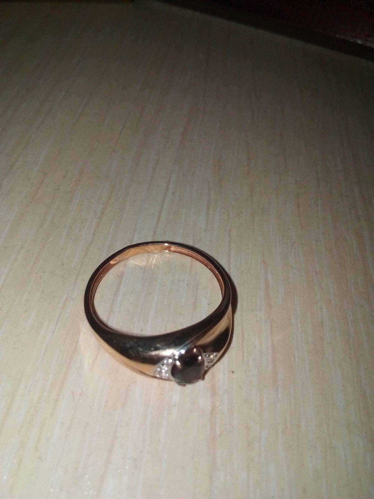 Кольцо золотое с гранатом