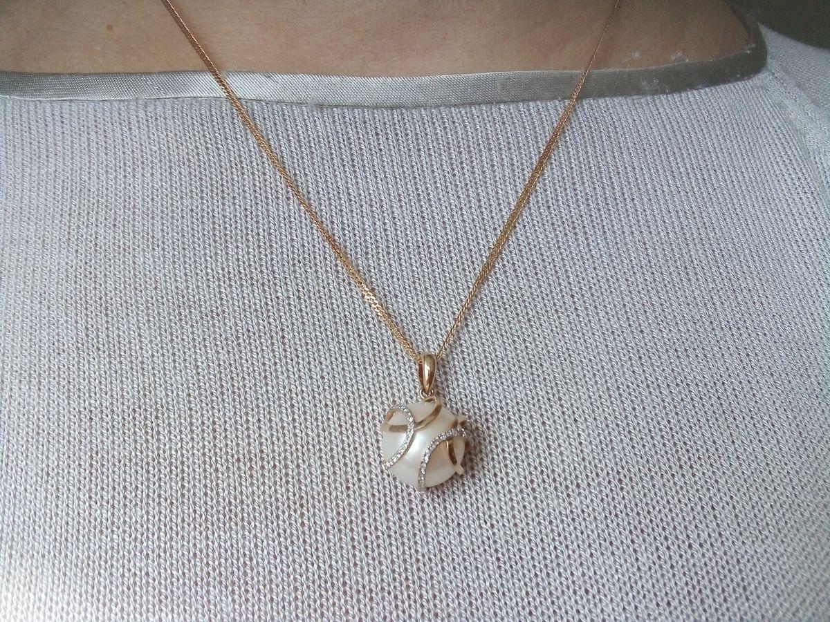 Подвеска из золота, с жемчугом,в обрамлении бриллиантов.