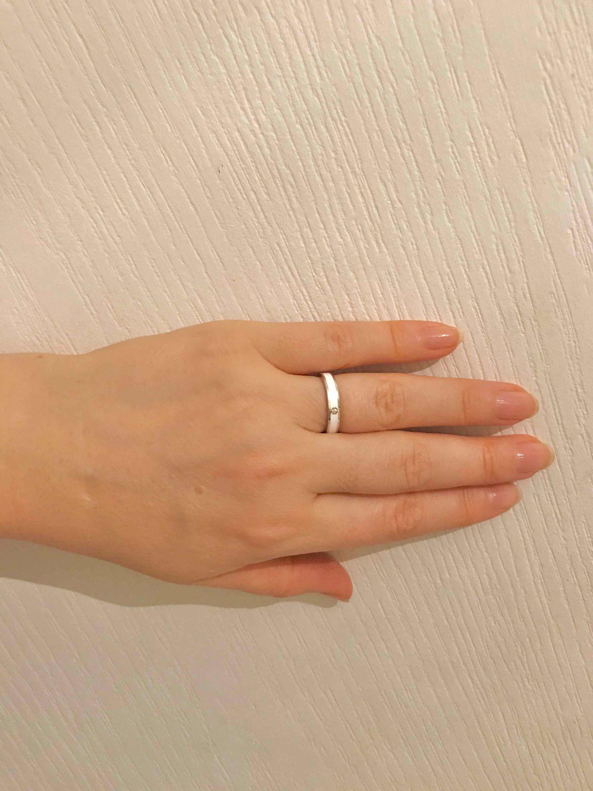 Кольцо с белой эмалью и фианитом