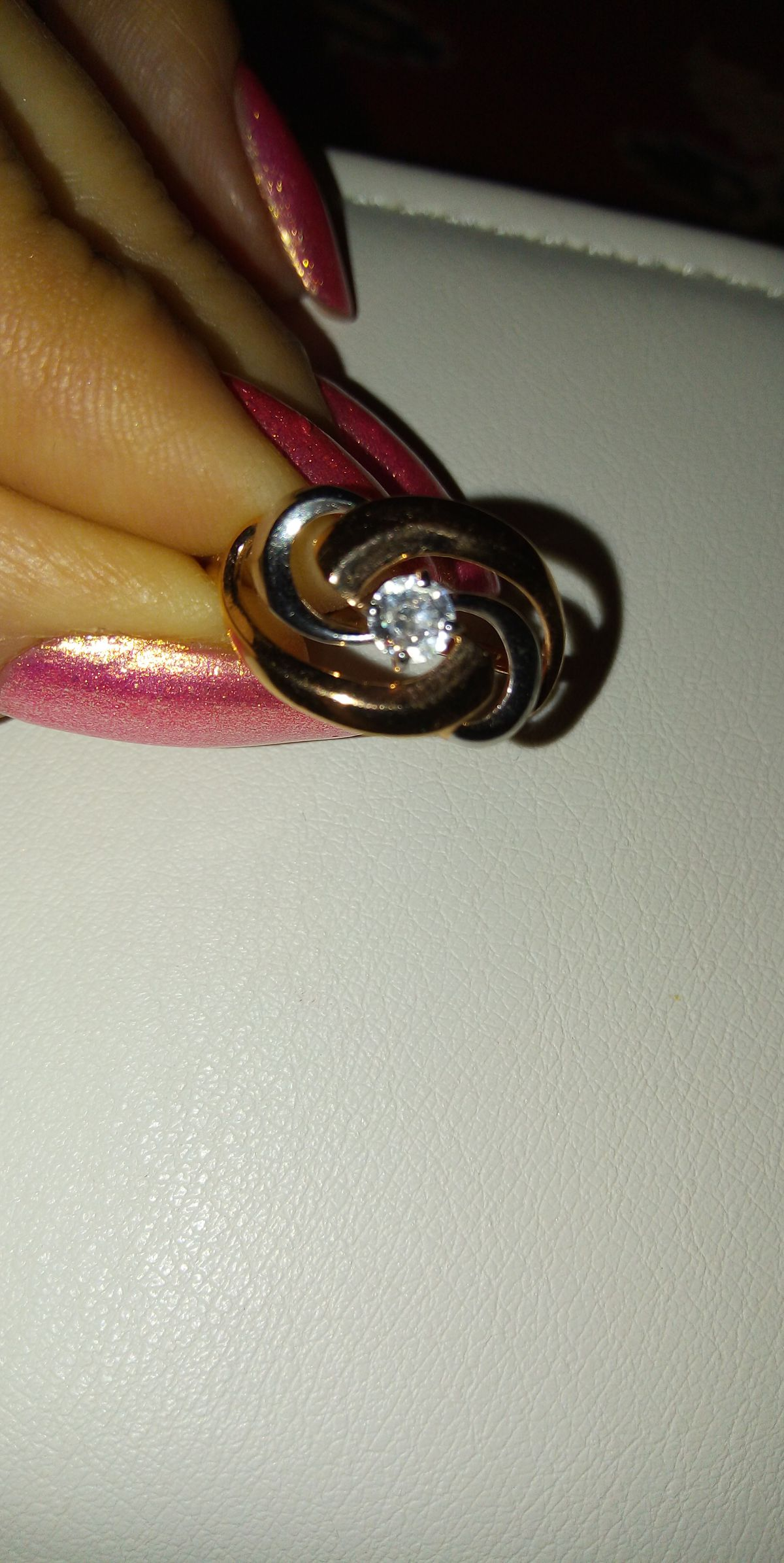 Серебреное кольцо с фионитом.