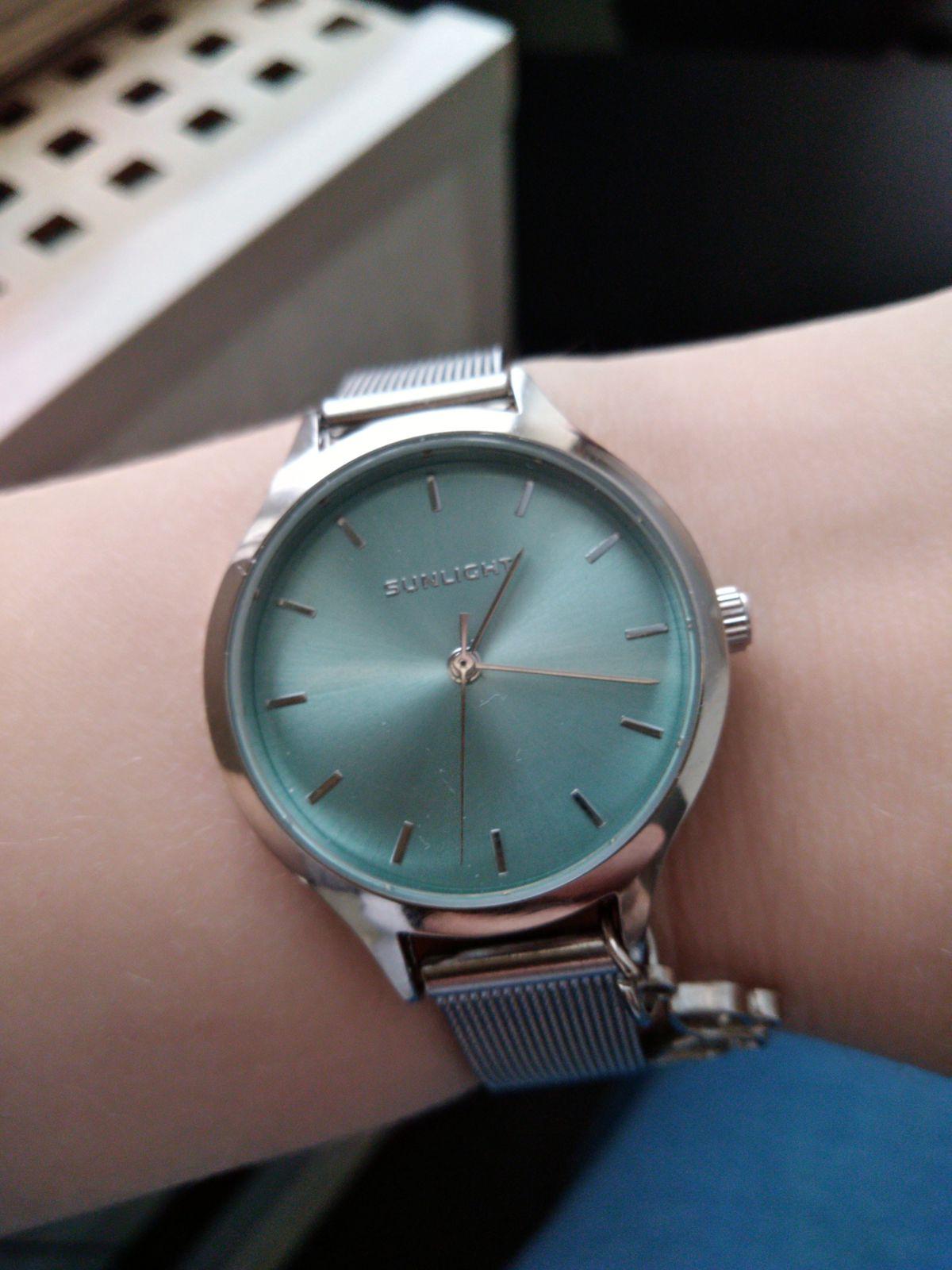 Женские часы с подвеской