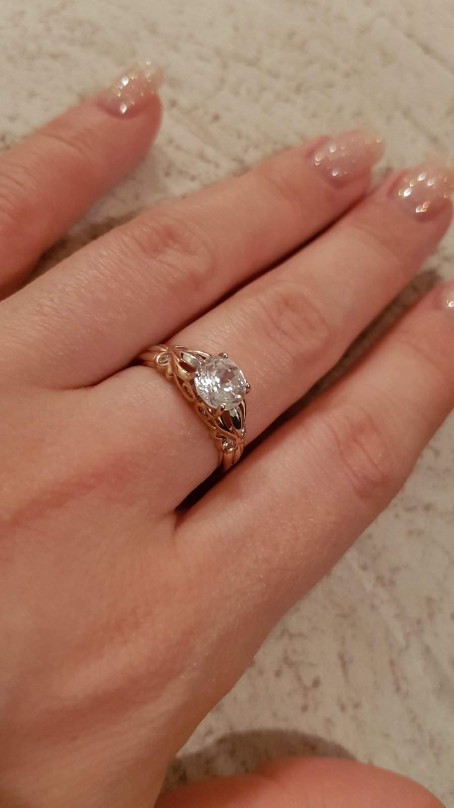 Кольцо с красивым камнем