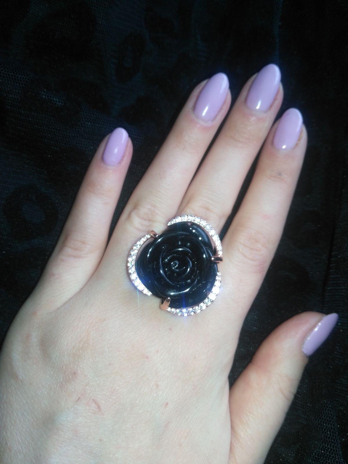 Очень интересное кольцо,эффектное и яркое)вставка имитация агата