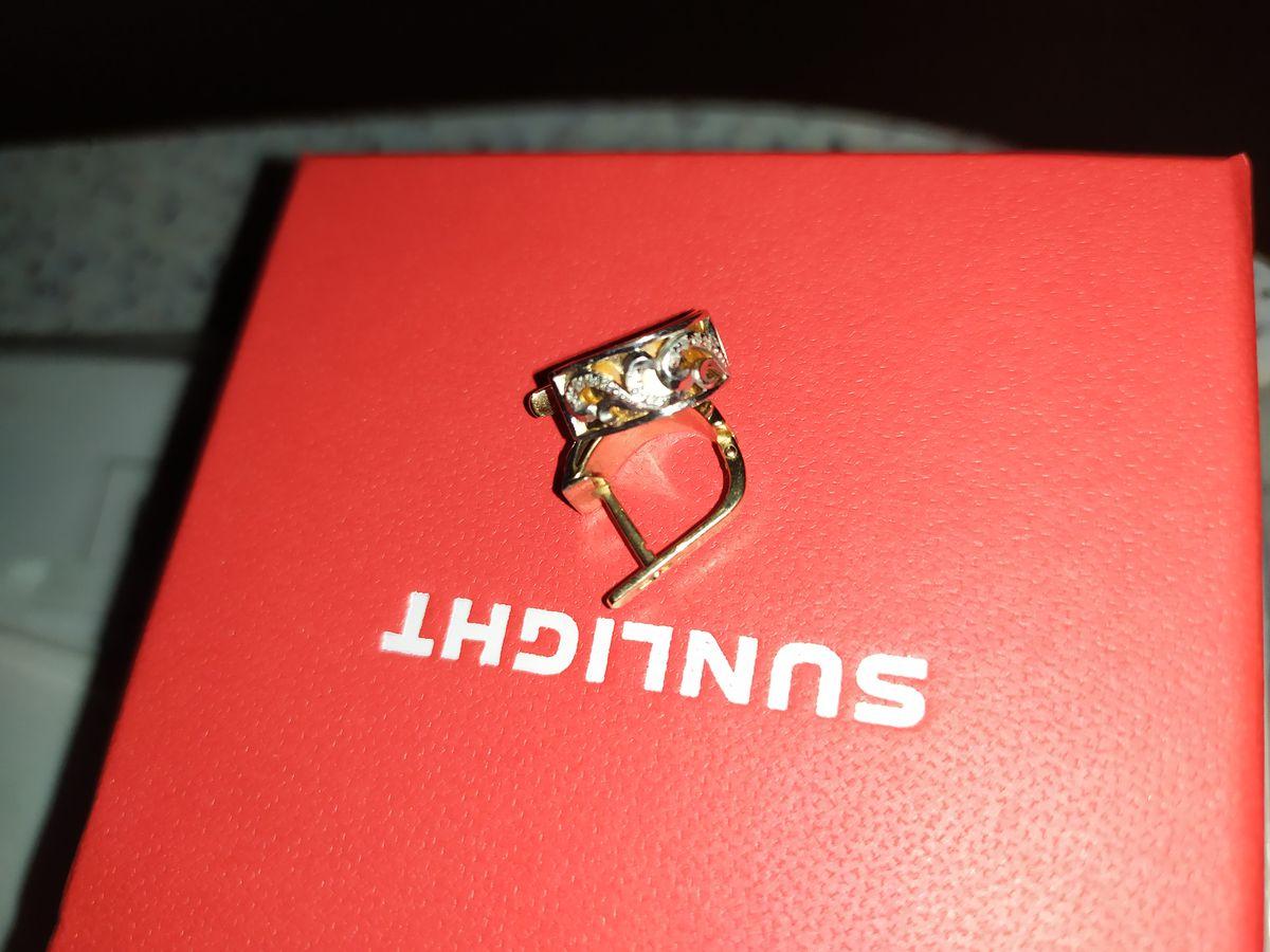 Золотые серьги с бриллиантами, 3D эффект