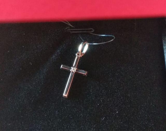 Золотая подвеска - крестик