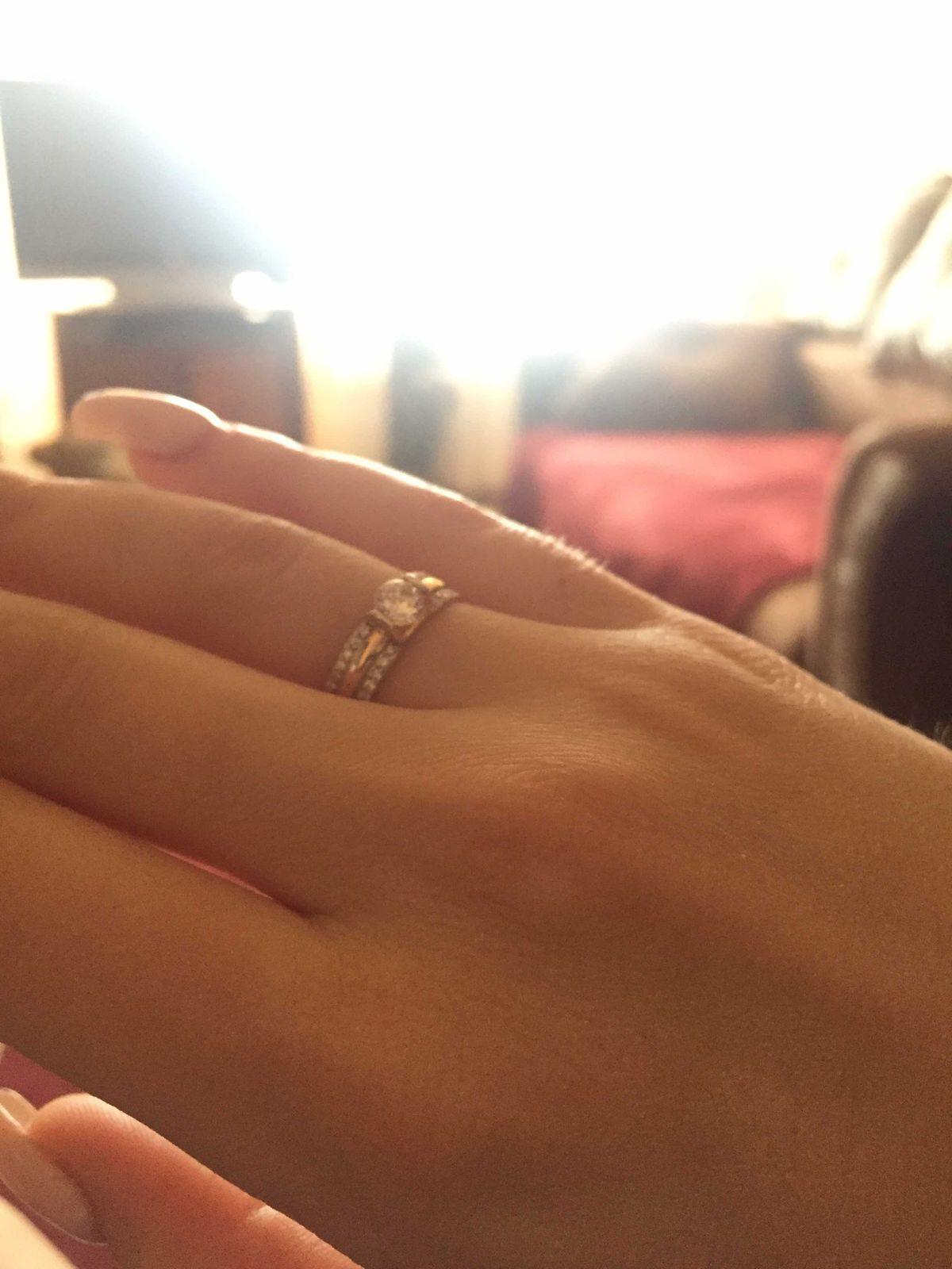 Отличное кольцо удобно в носке камни сидят плотно