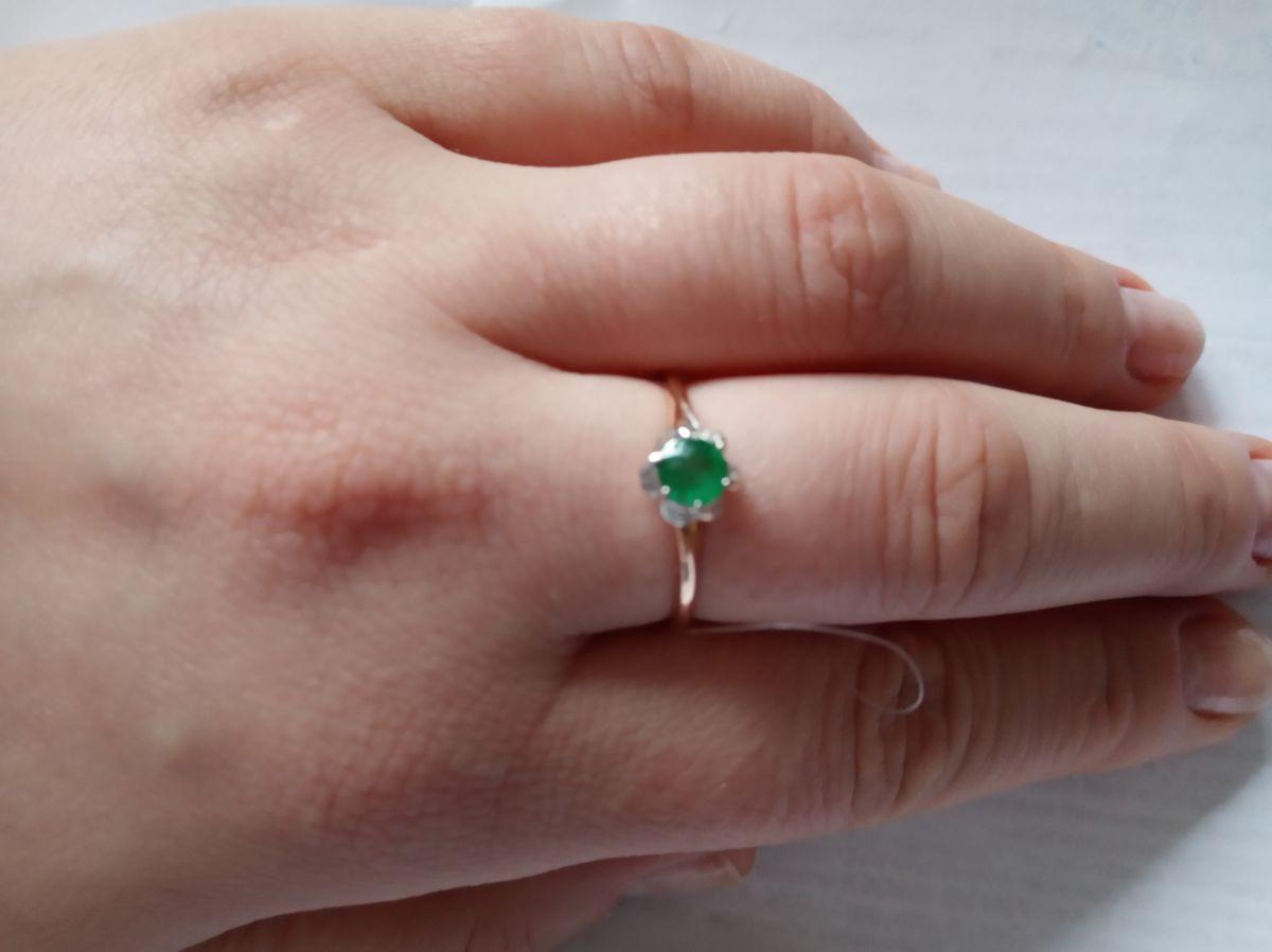 Кольцо с натуральным изумрудом и бриллиантами