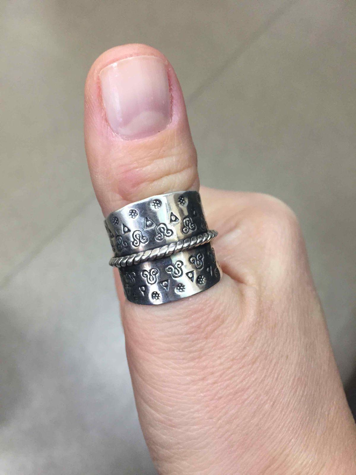Кольцо просто супер! очень не обячное и стильное!
