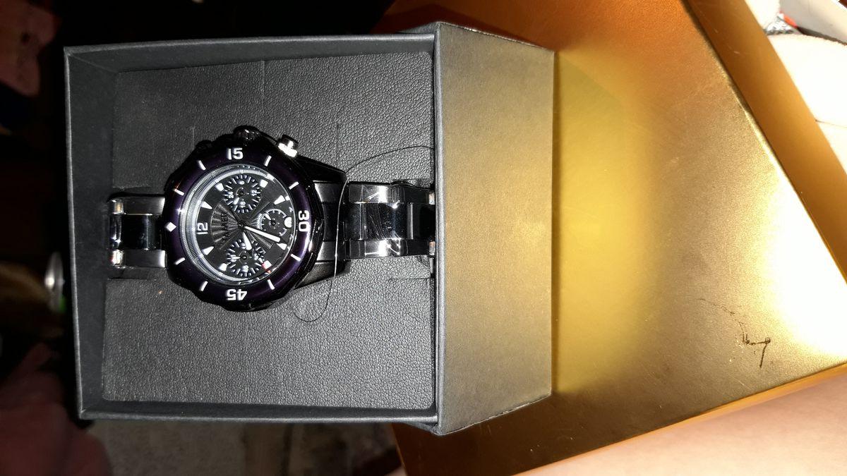 Покупала часы мужу.