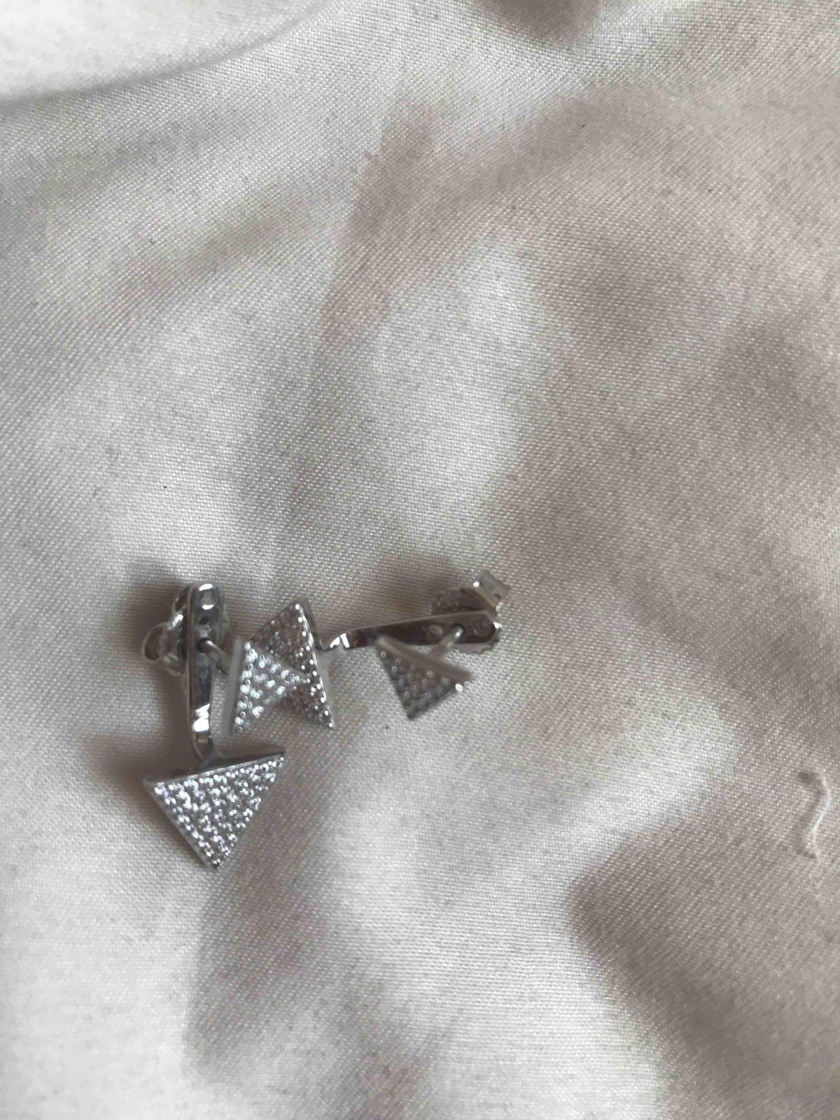 Серьги можно носить как просто треугольник так и с висюльками)