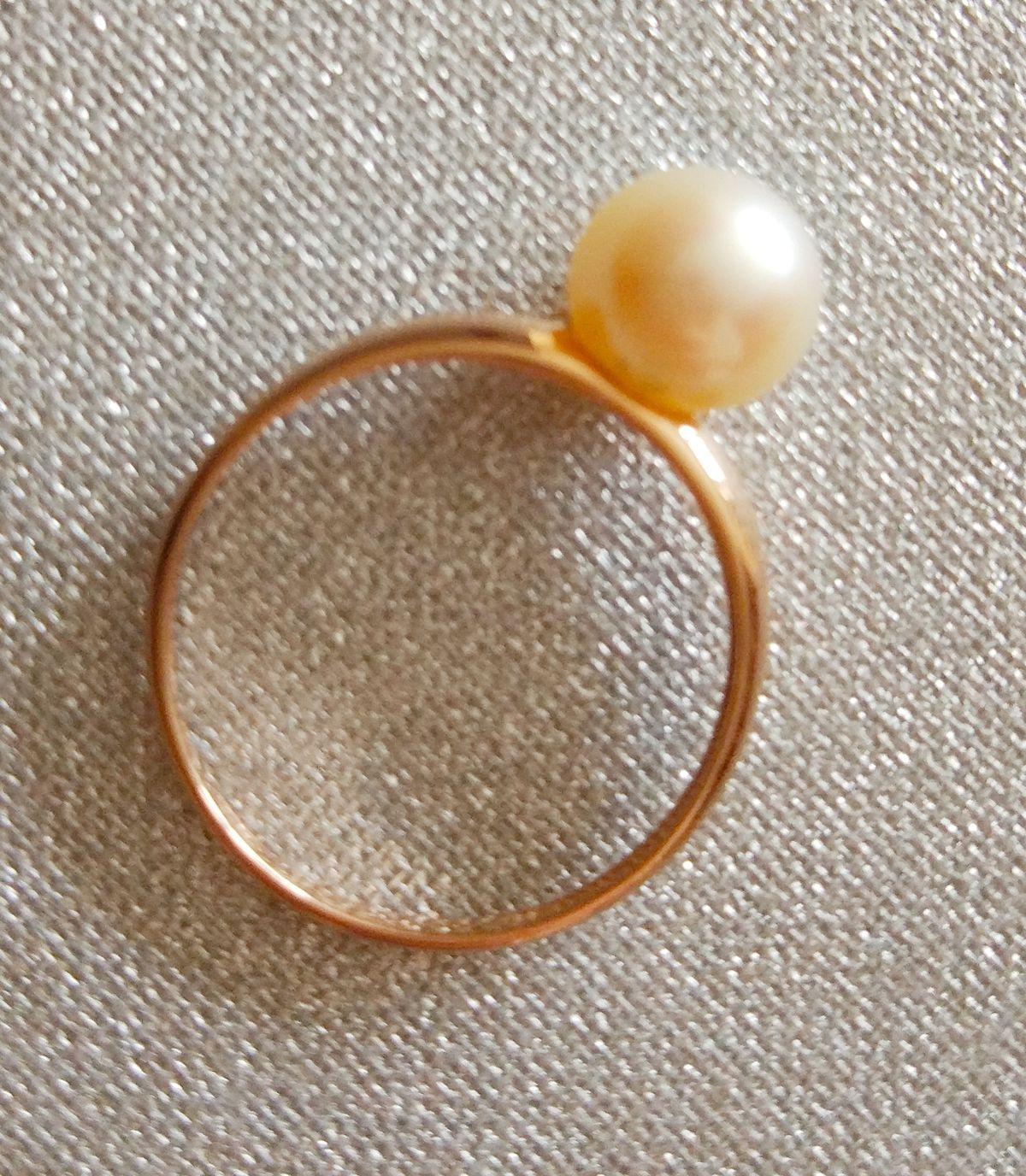 Классическое кольцо с культивированной жемчужиной в стиле Коко Шанель.
