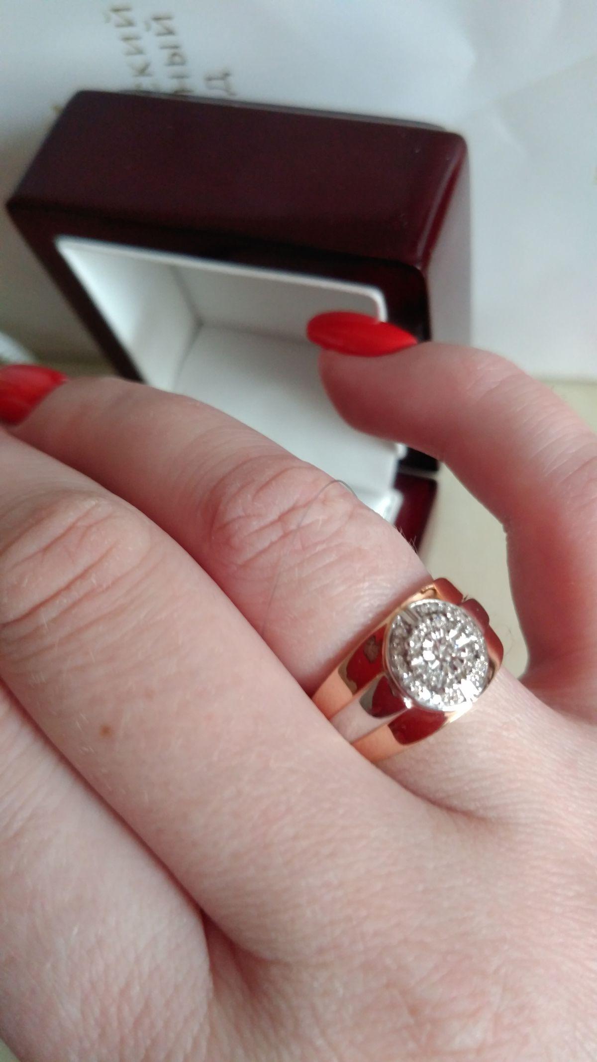 Кольцо очень красиво смотрится.Внимание обеспеченно💎💍