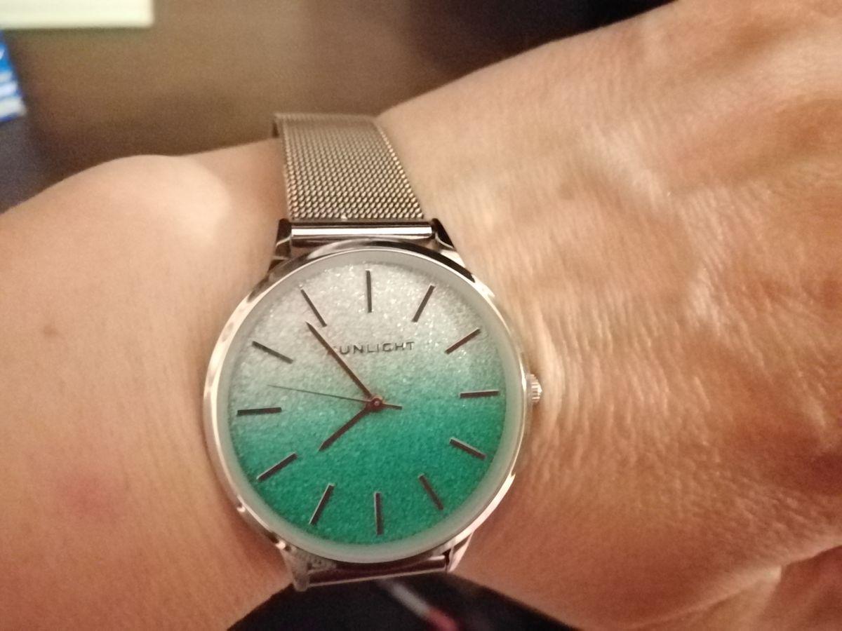 Часы класс!!!   Лёгкие, красивые, стильные.