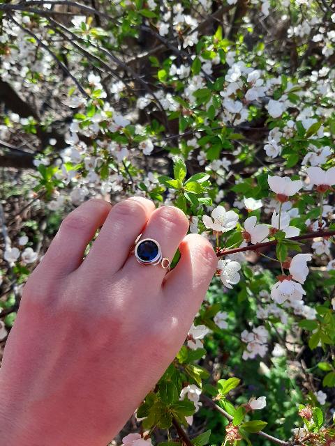 Давно смотрела на это необыкновенное кольцо и решила сделать себе подарок .