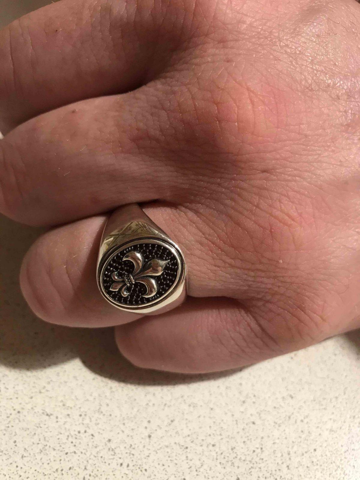 Очень, очень красивое кольцо и на солнце блестит🤗
