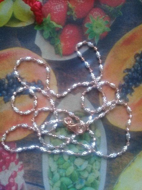 Сверкающая серебряная цепочка