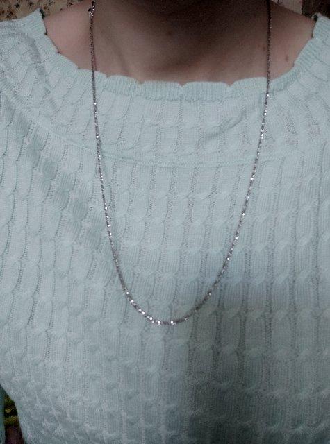 Сверкающая серебряная цепочка.