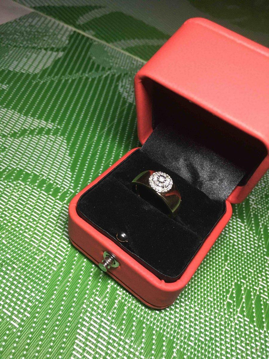 Замечательное помолвочное кольцо