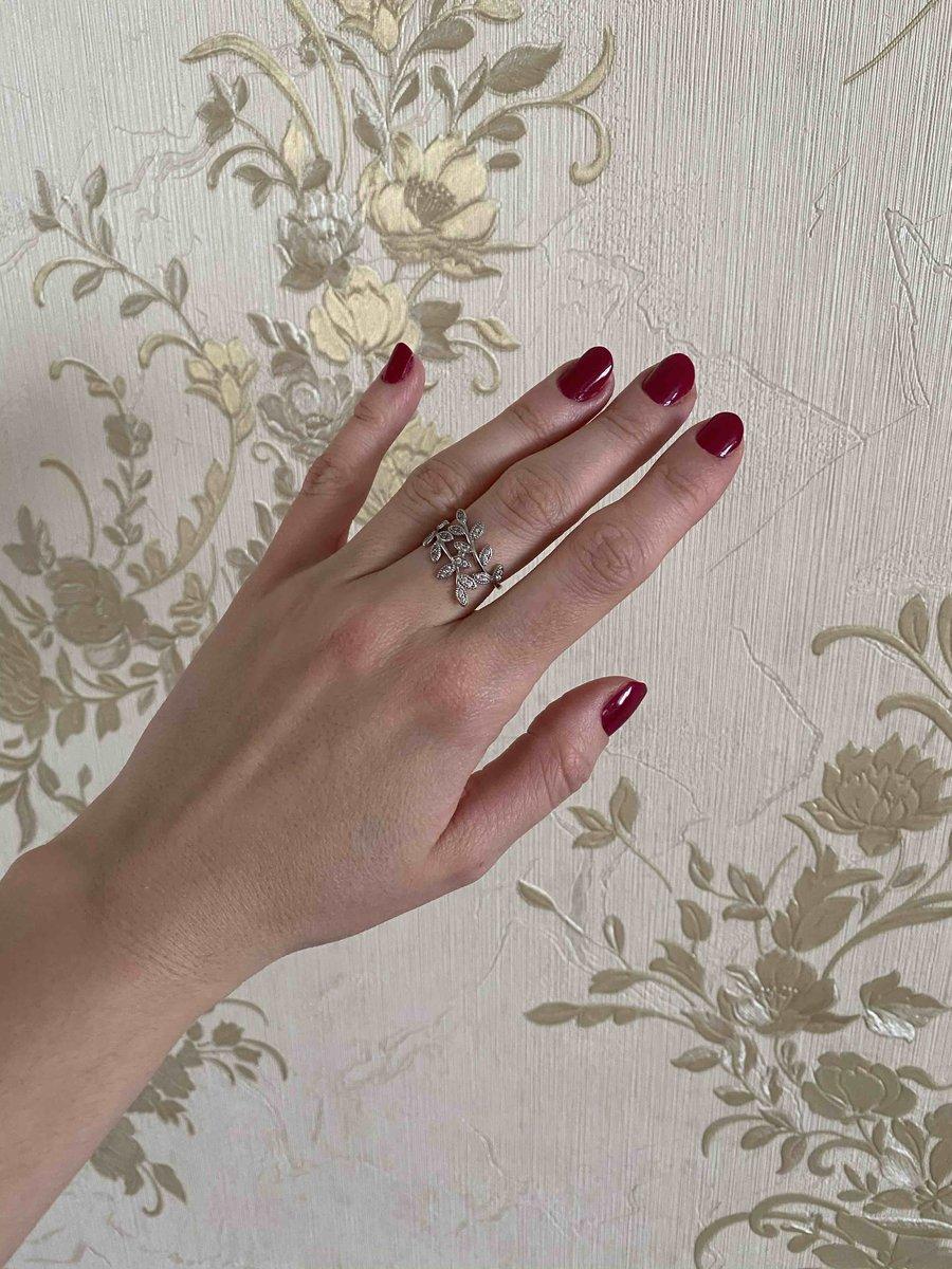 Красивое кольцо . изыскано смотрится . ваем советую