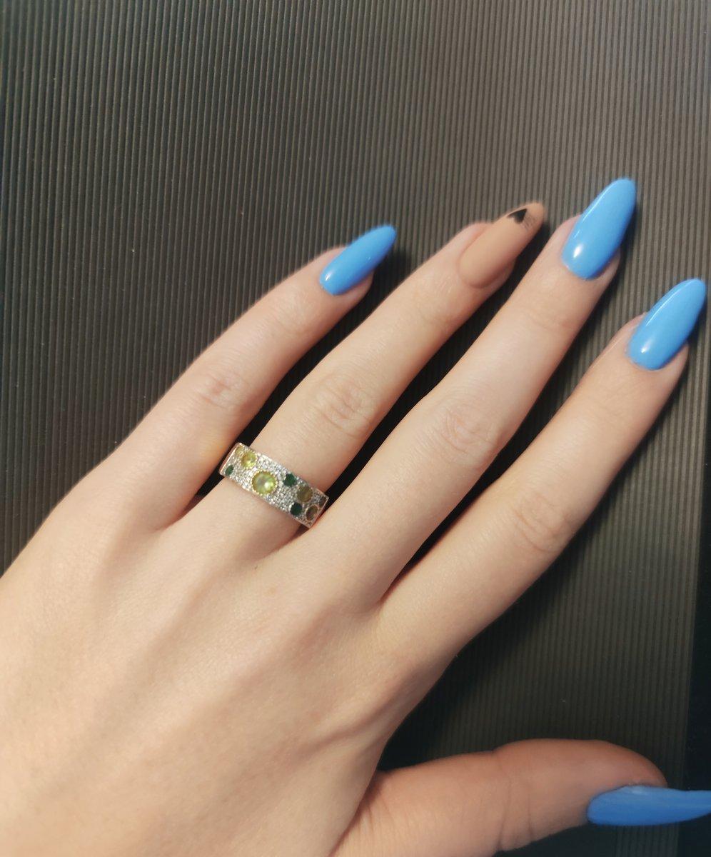Золотое изящное кольцо