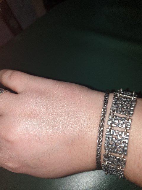 Красивый и лаконичный браслет.