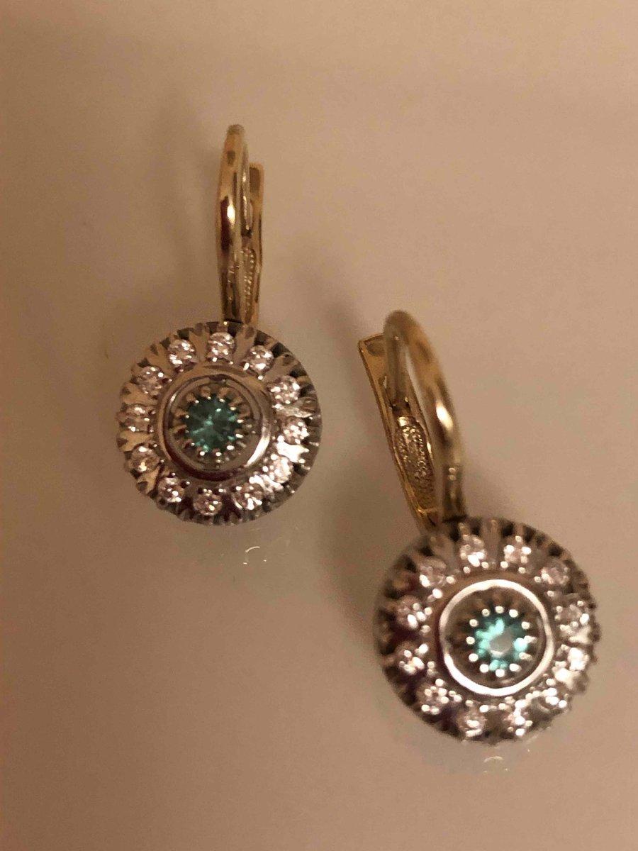 Прекрасные серьги с изумрудами и бриллиантами