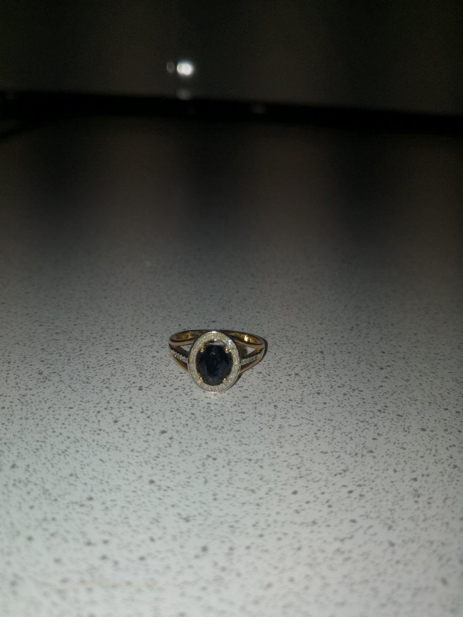 Кольцо с сапфиром.