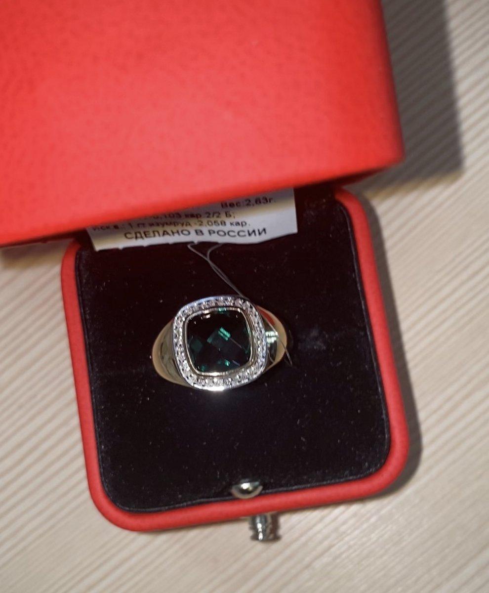 Кольцо с огромным Изумрудом