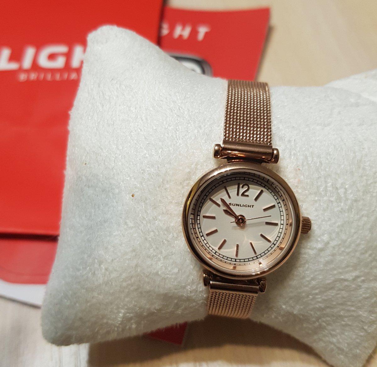 Часы очень красивые! Изящно смотрятся на руке.