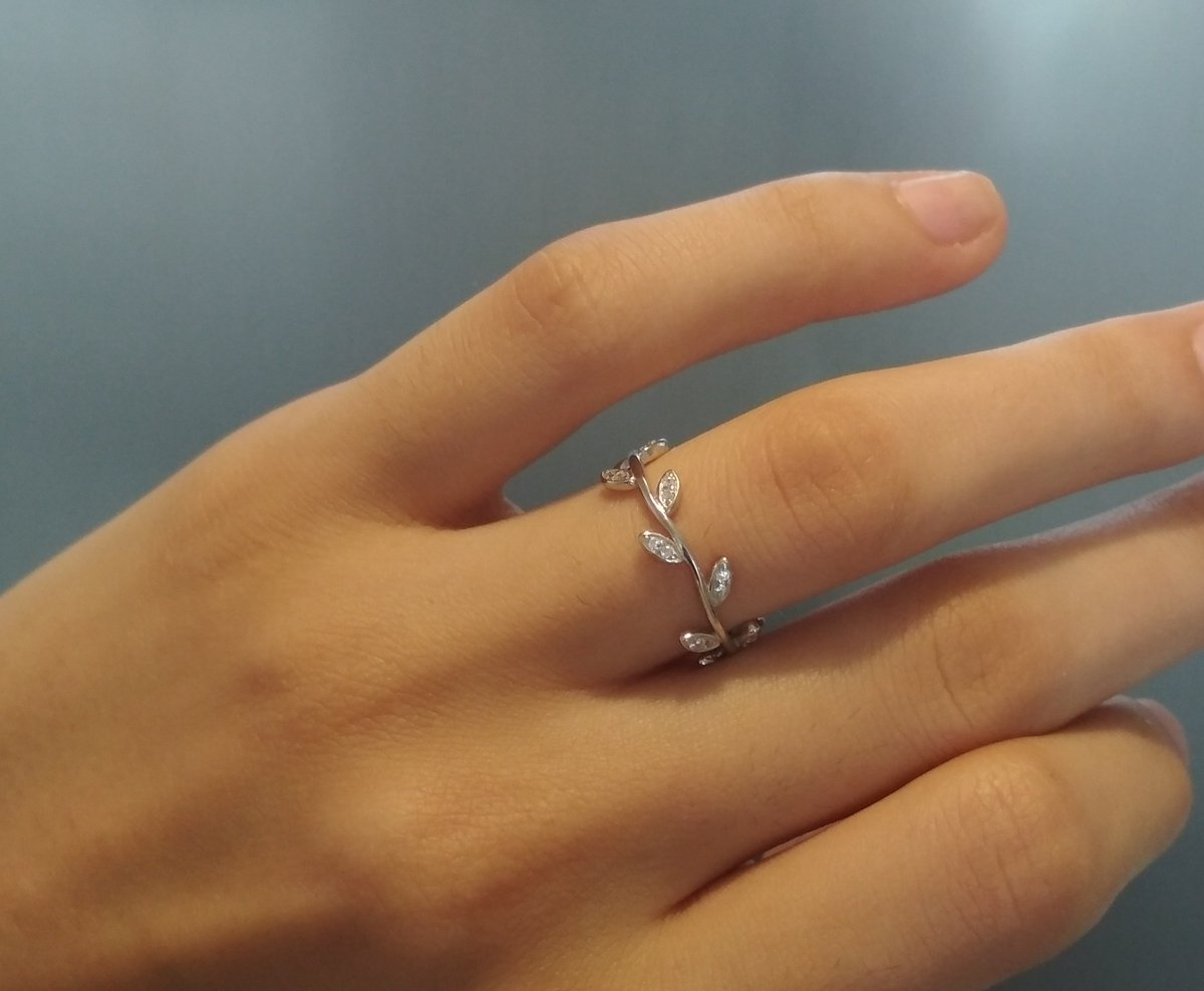 Серебряное кольцо-веточка