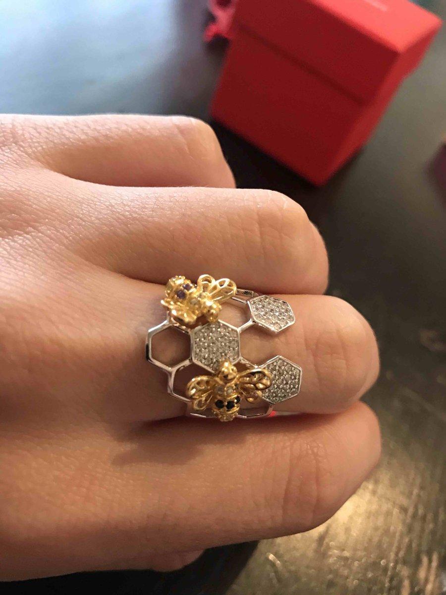 Когда увидела в магазине это кольцо сразу влюбилась
